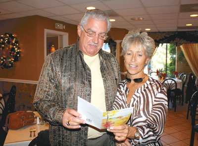 Dan Collardey and Sandi Simms read a thank you card from Ann Wilgus, who has been to all 8 of Sandi's Thanksgivings.
