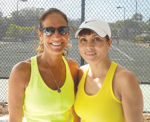 4.0 women's winners Ann Campisi and Jackie Pham.